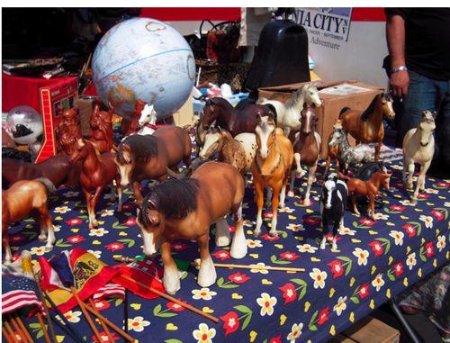 Plastic_horses2